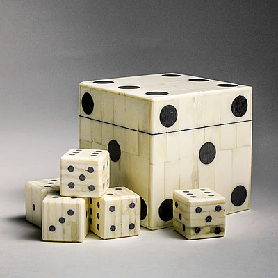 DOMINO PATTERN GAME BOX