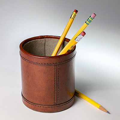 ROUND LEATHER PEN HOLDER, COGNAC