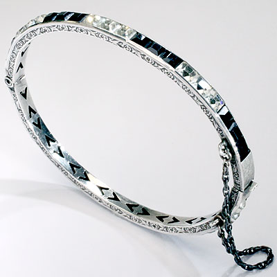 BLACK & RHINESTONE BANGLE