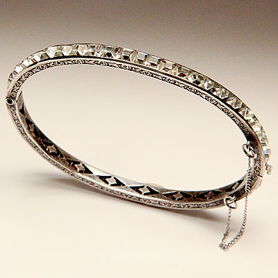 CLEAR RHINESTONE BANGLE
