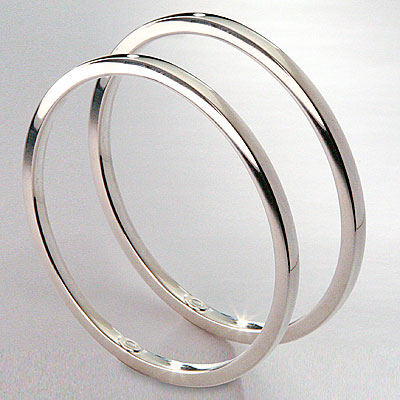 A PAIR OF SILVER BANGLE BRACELETS