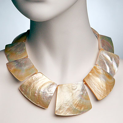 MOTHER OF PEARL CHOKER