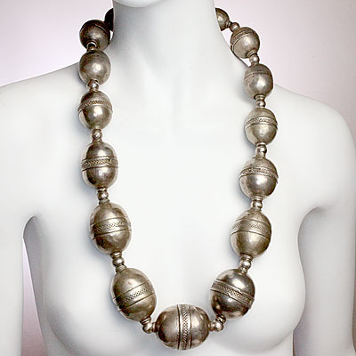 ETHNIC SILVER METAL NECKLACE