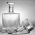 GLASS CARAFE CRACKED